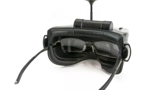 メガネを掛けられるFPVコーグル【FatShark Scout 4 Inch】登場していた!