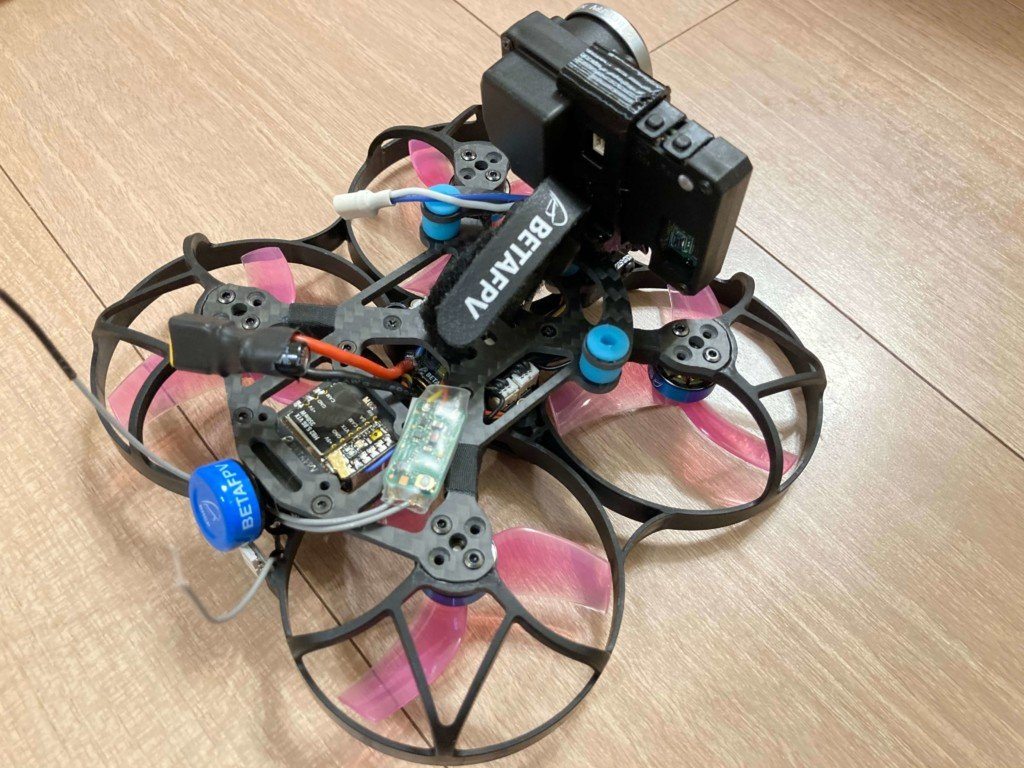 Beta95X V2 Whoop Quadcopterの後ろからの写真