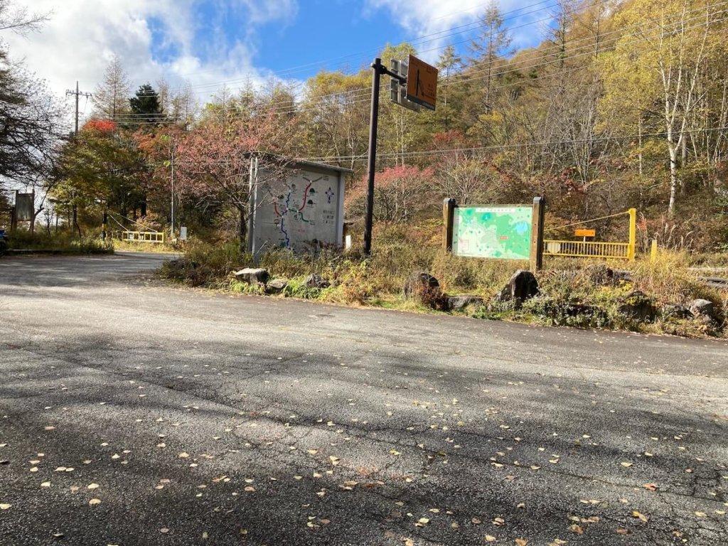 焼山峠の駐車場の風景