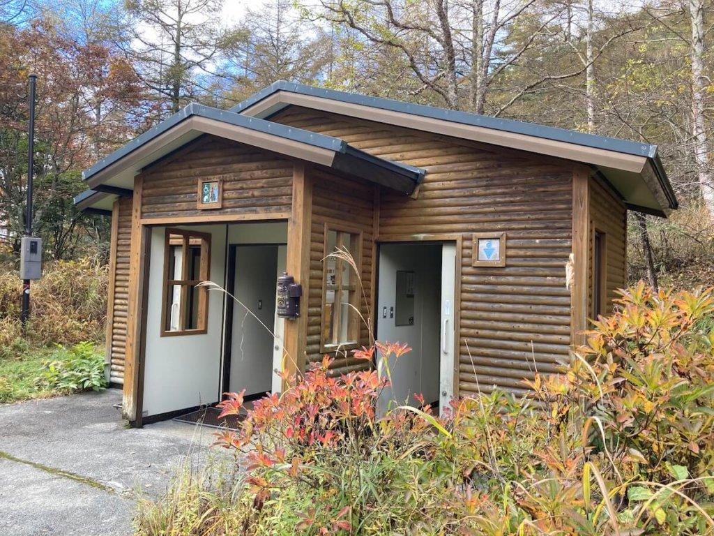 焼山峠の駐車場のトイレ